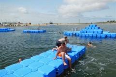 ponton-badeinsel-mit-eckaufdopplung-5