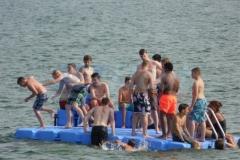 ponton-badeinsel-mit-rutsche-1