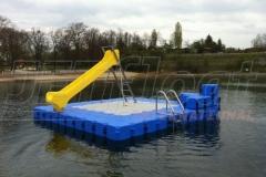 schwimmende-badeinsel-mit-rutsche-1