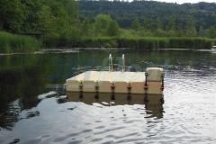 schwimmende-badeinsel-mit-rutsche-19