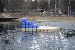 schwimmende-badeinsel-mit-rutsche-2