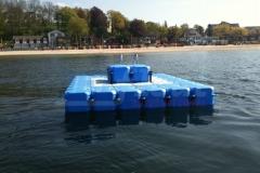 schwimmende-badeinsel-mit-rutsche-21