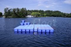 schwimmende-badeinsel-mit-rutsche-4