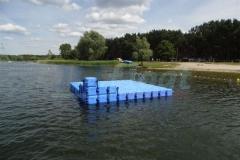 schwimminsel-mit-rutsche-11