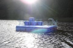 schwimminsel-mit-rutsche-13