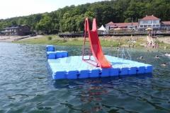 schwimminsel-mit-rutsche-16