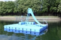 schwimminsel-mit-rutsche-7