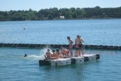Badeinsel aus Ponton Schwimmkörpern