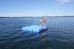 Ponton Schwimmkörper Badeplattform im Wasser aufstellen