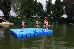 Schwimmende Badeinsel für puren Badespaß