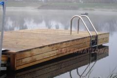 Kunststoff Schwimmsysteme Badesteg mit Holz verkleidet