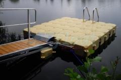 Schwimmsteg für Privatperson in Frankfurt am Main mit Zulaufbrücke