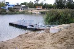 schwimmender Ponton Badesteg vor Feritgstellung (Deutschland)