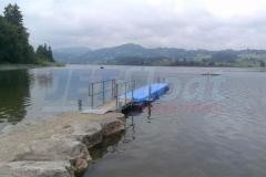 """Stegbau mit Profi - Hier ein Schwimmsteg aus Kunststoff Schwimmkörpern im Badesee """"Niedersonthofener See"""" im Allgäu mit Zugangsbrücke inkl. Geländer"""