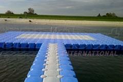 Ganz langer Schwimmsteg Nordsee-Lagune in Burhave (Deutschland)