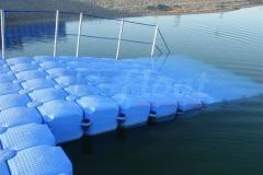 Behinderdtengerechte Baderampe am großzügig ausgelegten Ponton Badesteg in Bergkirchen am Eisolzrieder See