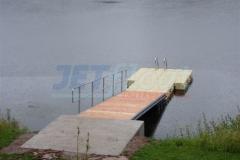 Badesteg mit Zulaufbrücke als Einstiegshilfe in den Twistesee in Hessen
