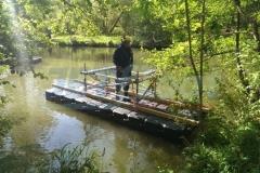 Schwimmende Ponton Behelfsbrücke