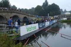 Schwimmende Behelfsbrücke