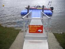 Verschließbarer Bootssteg mit Geländer