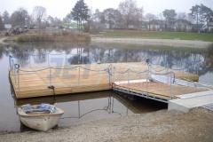 Ponton Badesteg aus Holz mit Geländer