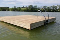 Kunststoff Badeinsel mit Holz verkleidet