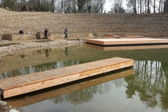 Schwimmponton und Schwimmsteg aus Holz und Pontons