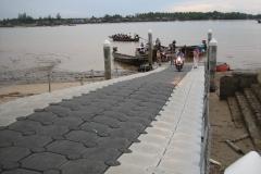 Wasserschutzpolizei und Feuerwehr in Oaklanf vertrauen Ponton Schwimmkörpern als Bootssteg