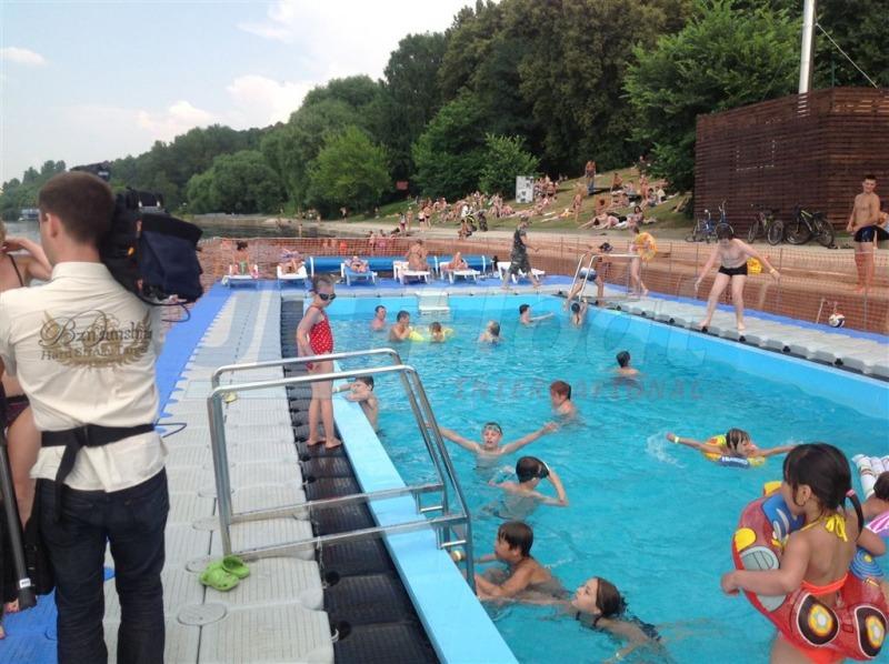 Schwimmplattformen mit innenpool duwe partner - Innenpool bauen ...