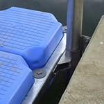 ponton-schwimmkoerper-vertikale-gleitfuehrungen