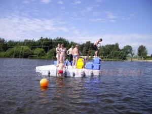 Badeinsel aus Kunststoff für mehr Badespaß
