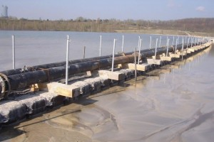 Pontons für Pumpen bei Tagebau