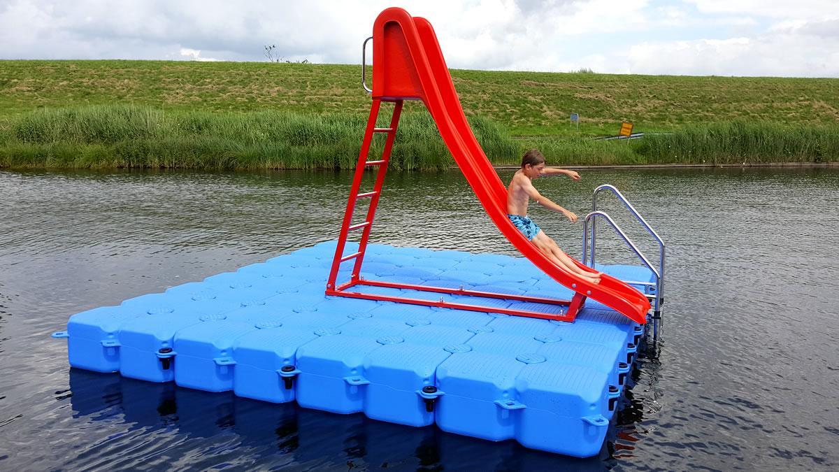 Schwimminsel mit rutsche