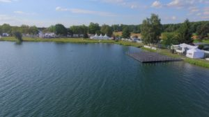 Schwimmende Bühne für Event auf Wasser