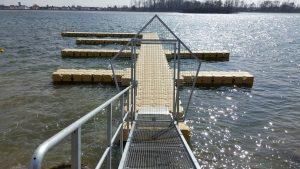 Segelclub Segelverein Bootssteg Steganlagen mit Zugangsbrücke und Sperrtor