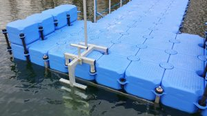 Individueller Steg für Taucher aus Ponton Schwimmkörpern
