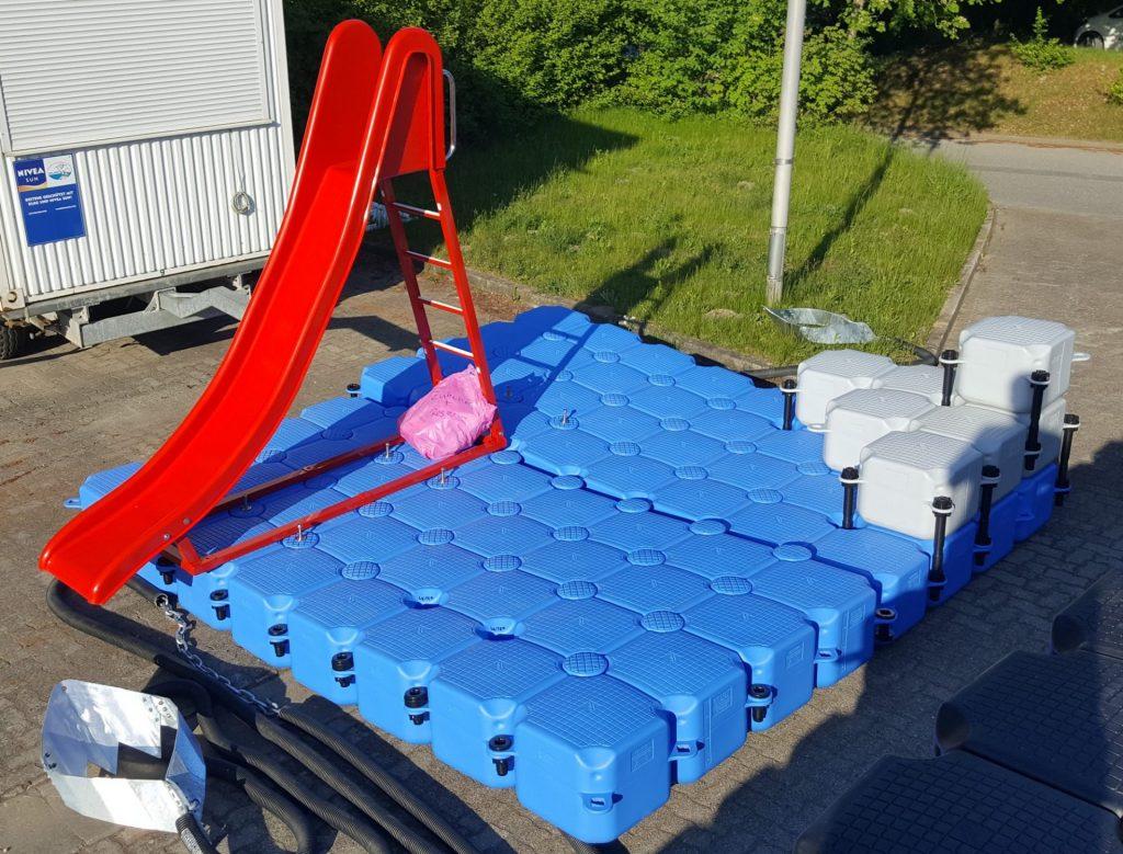 Kunststoff Badeinsel / Schwimminsel am Timmendorfer Strand aus modularen JETfloat Ponton Schwimmelementen