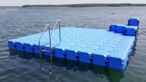 Kunststoff Schwimminsel bauen mit Pontons am Schweriner See in Bad Kleinen in Mecklenburg Vorpommern