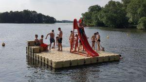 Schwimmende Badeplattform - Badeinsel aus Kunststoff Pontonelementen von JETfloat