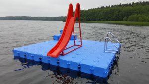 Schwimmende Badeplattform kaufen mit Rutsche bei Duwe & Partner