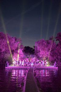 Schwimmende Plattform auf der Lahn für Theatervorstellung Robin Hood