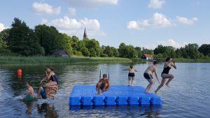 Badeinsel aus modularen Kunststoff Schwimmelementen von JETfloat