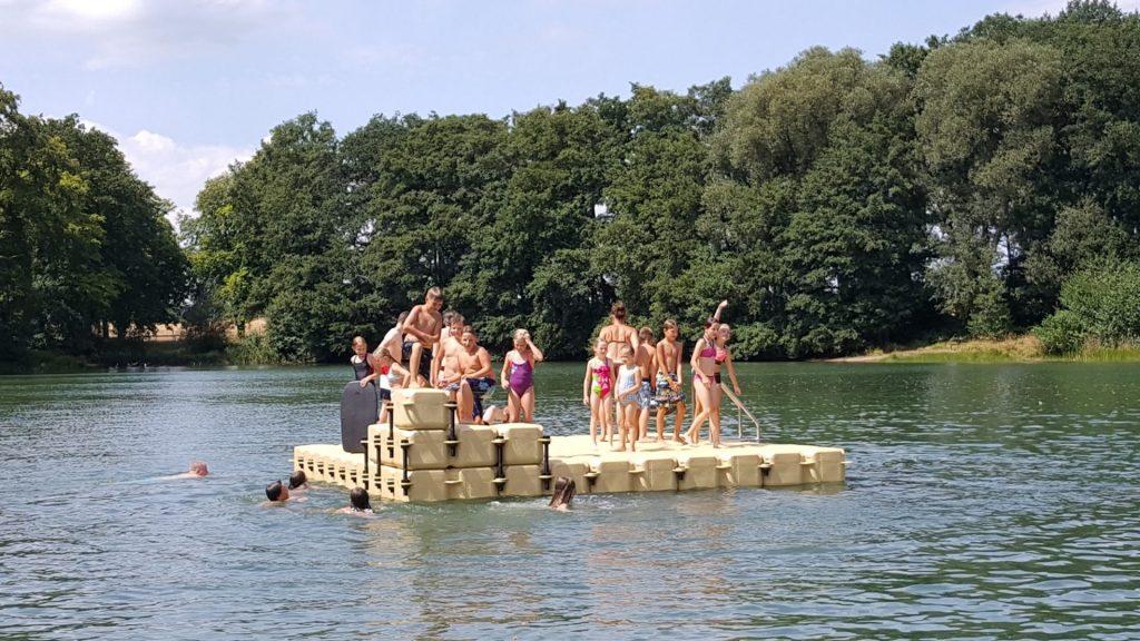 Schwimminsel aus Pontons bauen lassen