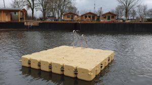 Schwimmkörper Badeinsel mit Badeleiter in der Farbe sand
