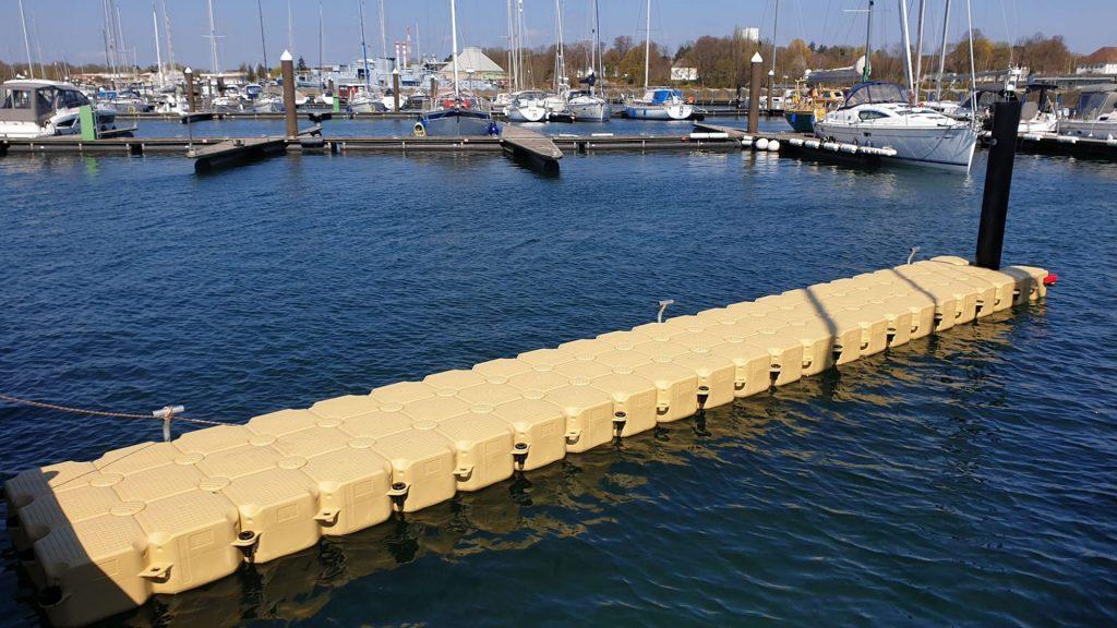 Ponton Schwimmkörper Schwimmsteg als Trennung für Boote in Marinas