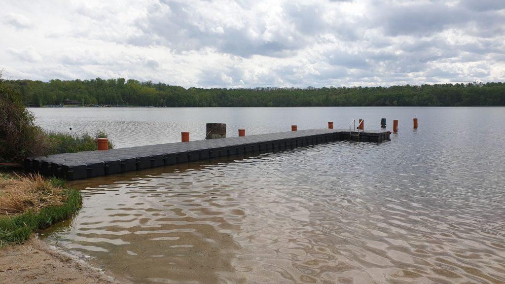 Schwimmsteg als Bootssteg und Badesee Einstiegshilfe bzw. Ausstiegshilfe für Badegäste