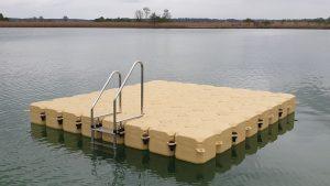 Schwimminsel aus Pontons auf dem Burgheim Sportweiher