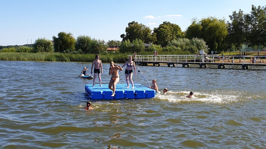 Schwimmkörper Badeinsel aus hochwertigen Pontons