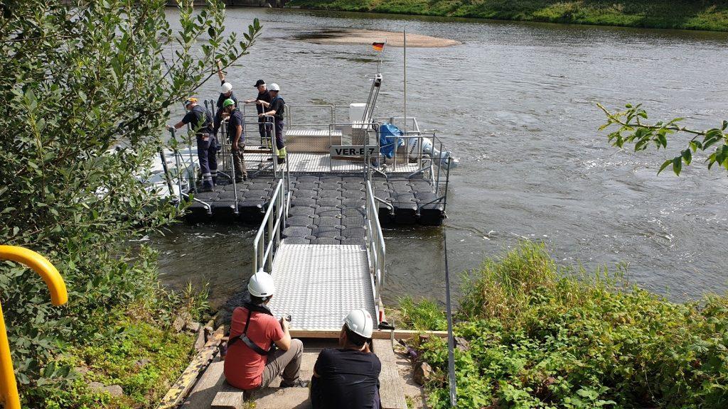 Schwimmkörper Steganlage für Arbeiten auf dem Wasser