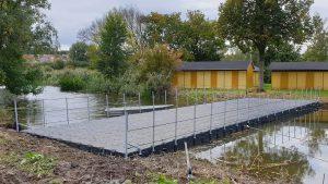 Schwimmende Brücke aus Ponton Schwimmkörpern von Duwe & Partner